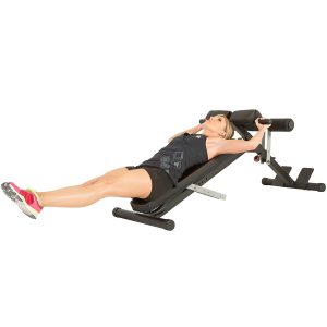 Woman doing knee raises on hyperextension bench 1